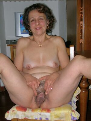 hairy mature brunette pussy