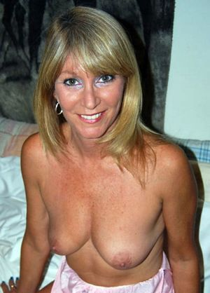 beautiful naked milf
