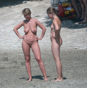 nudist mothers