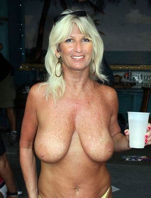 pictures of mature naked women